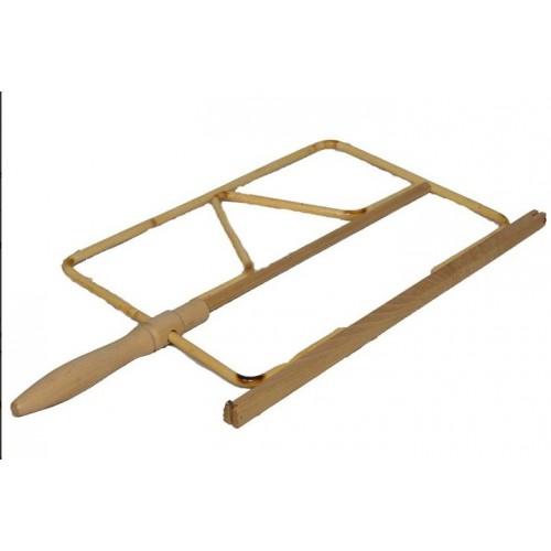 Držák na noviny 50cm dřevo